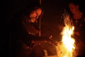 """Je suis un devin, je jette des herbes chelous dans le feu et ça fait """"FRRRCHT"""" et après je dis des trucs qu'on comprend plus tard !"""