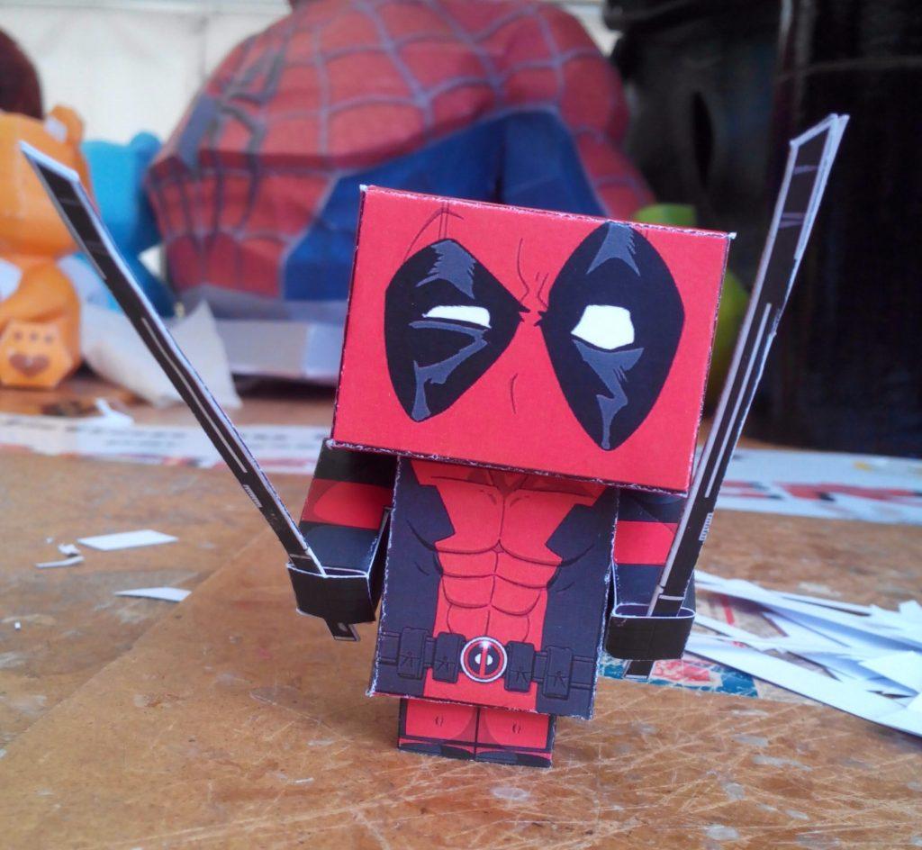 Je me suis initiée au papercraft.
