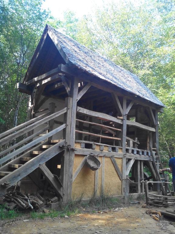 Ceci est un moulin du XIIe siècle tout neuf.